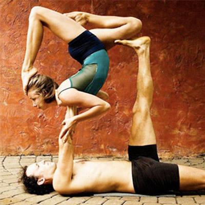 10-acro-yoga