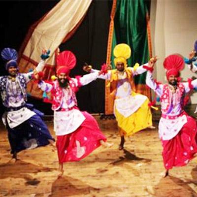 9-danza-bhangra